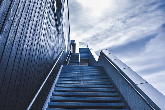 stairway-828883_640_mini