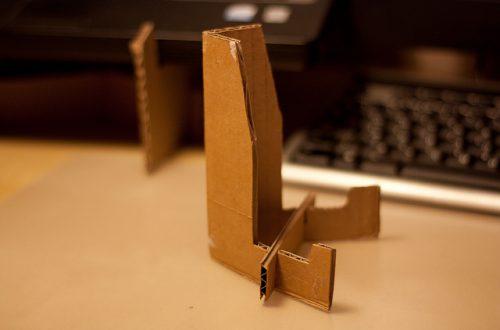 Самодельная подставка для планшета из картона