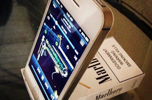 Подставка для телефона из пачки сигарет