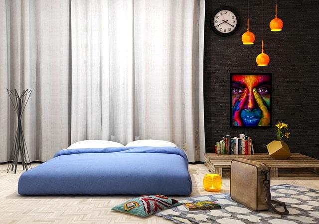 необычная стильная спальня