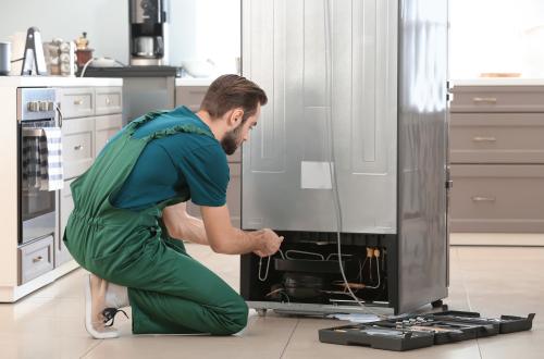 Холодильники тоже нужно ремонтировать