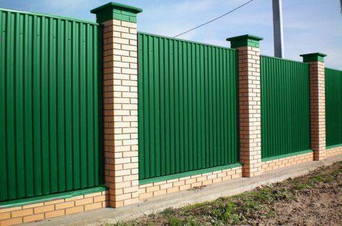 Забор из профнастила – идеальный вариант ограждения