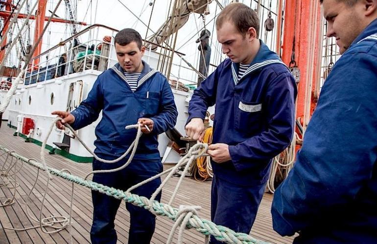 Как найти вакансии для моряков